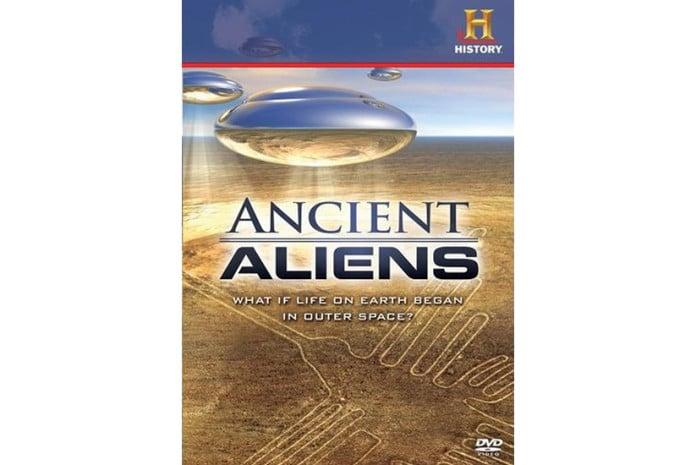 Capa do Documentário «Ancient Aliens: Chariots, Gods and Beyond» (2009)