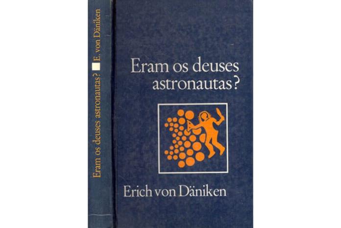 Capa do Livro «Eram os Deuses Astronautas» de Erich von Däniken
