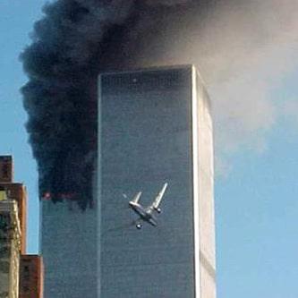 Avião a embater numa das torres do World Trade Center em 11 de Setembro de 2001