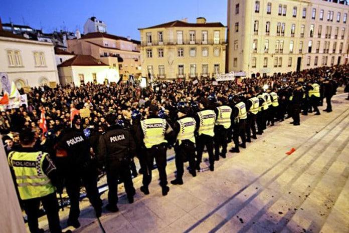 Incentivo de policias à civil na manifestação de 24 de Novembro