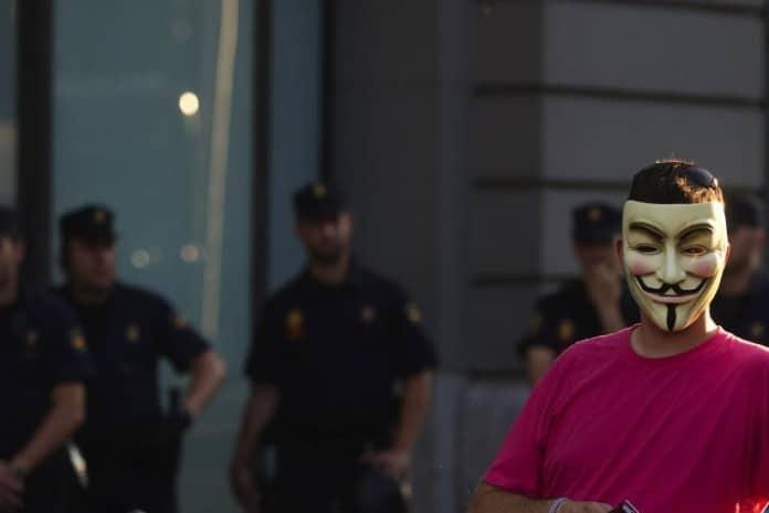 Detenção de membros dos Anonymous