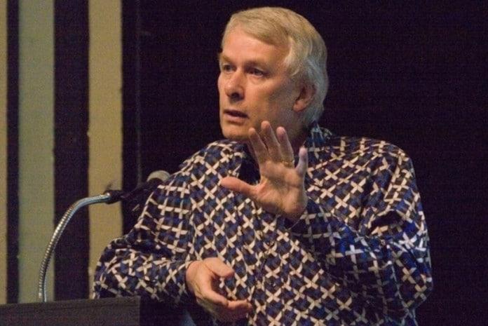 Prémio Nobel Richard J. Roberts denuncia Farmacêuticas