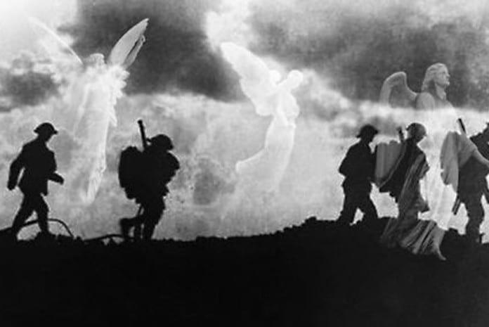 O exército celestial (Anjos de Mons) escoltou os ingleses durante meia hora até desaparecer tão misteriosamente como tinham aparecido.