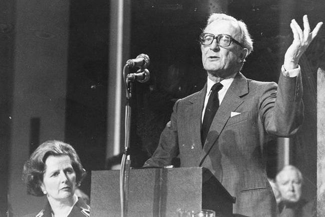 Lord Carrington com Margaret Thatcher ao lado