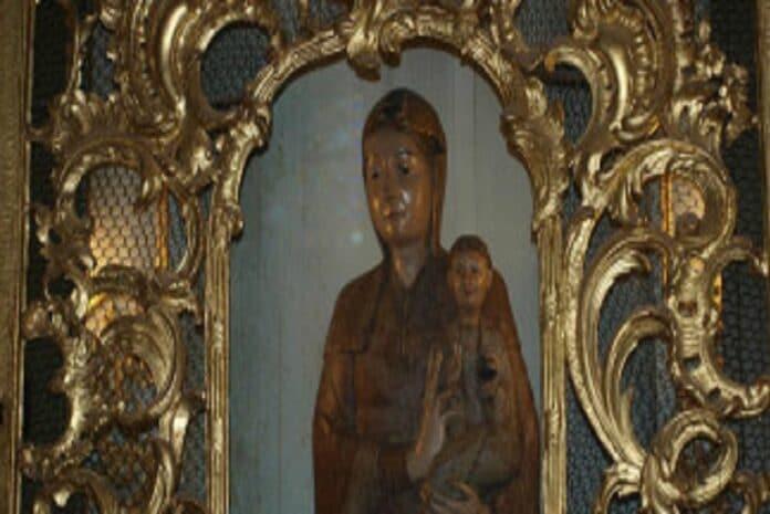 Estátua Notre Dame du Tresor em Remiremont