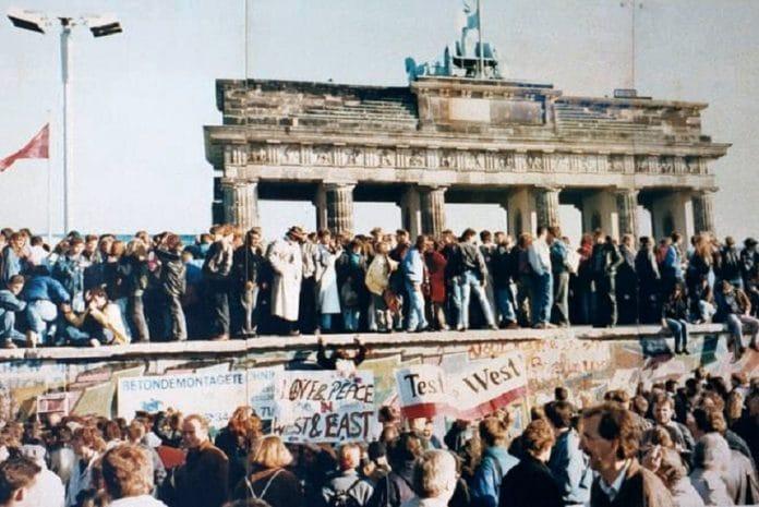 Queda do Muro de Berlim em Outubro de 1990