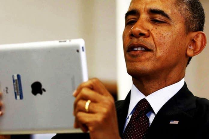 Barack Obama com um tablet Apple