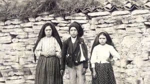 Os três pastores de Fátima: Lúcia, Jacinto e Jacinta