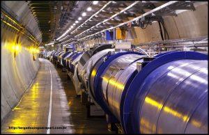Corredor do Grande Colisor de Hádrons, no complexo do CERN