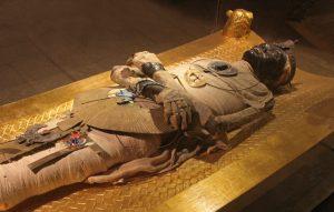 Mumificação em tecido de algodão