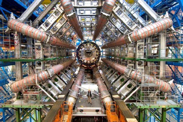 Criação de mini-buracos negros no LHC